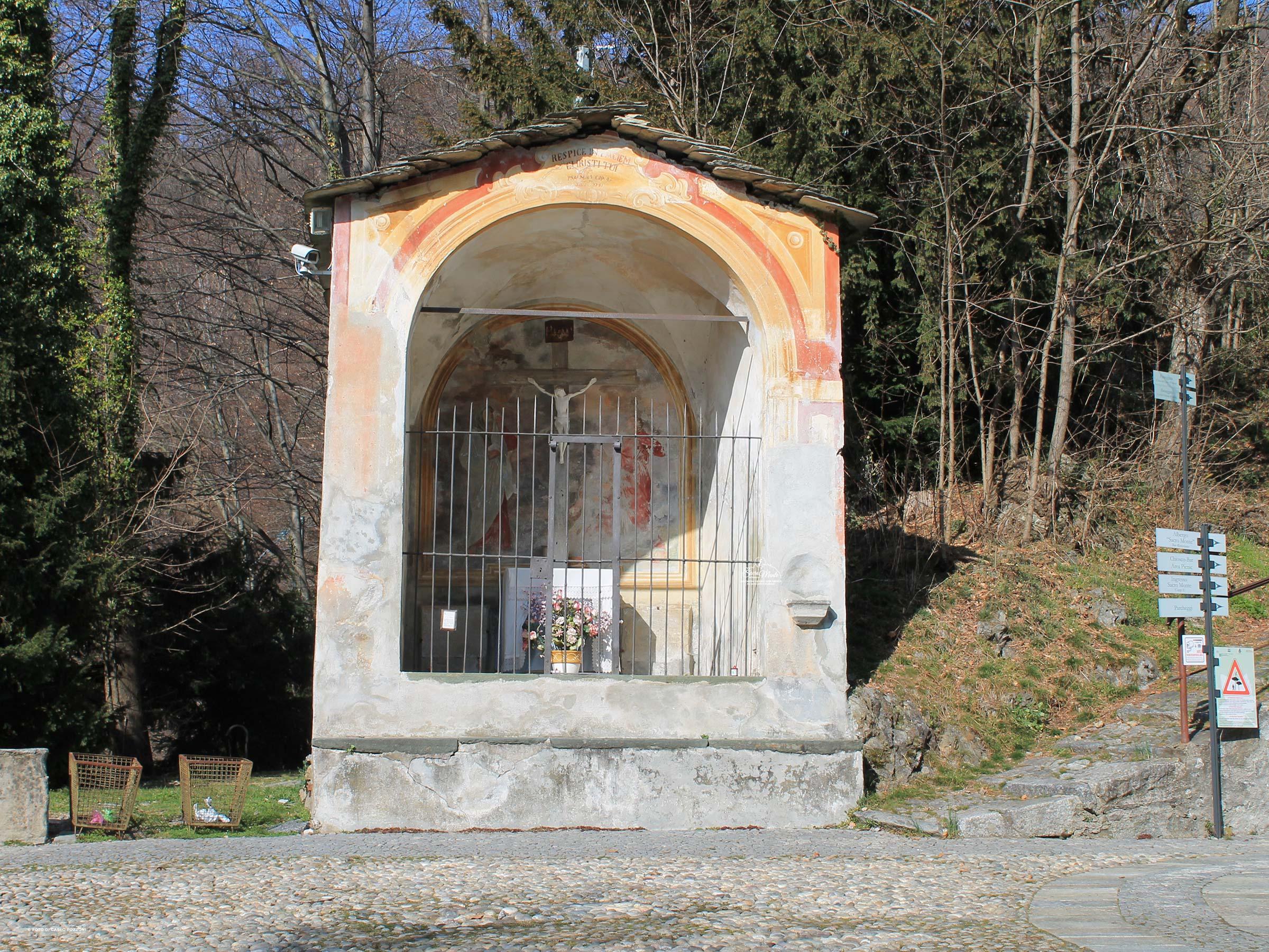 Sacro Monte di Varallo salita pedonale cappella del cristo bianco